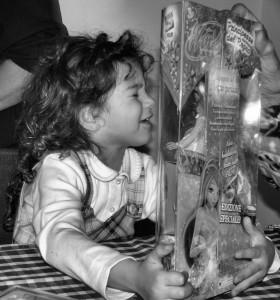Regali ai bambini (foto Shamballah)
