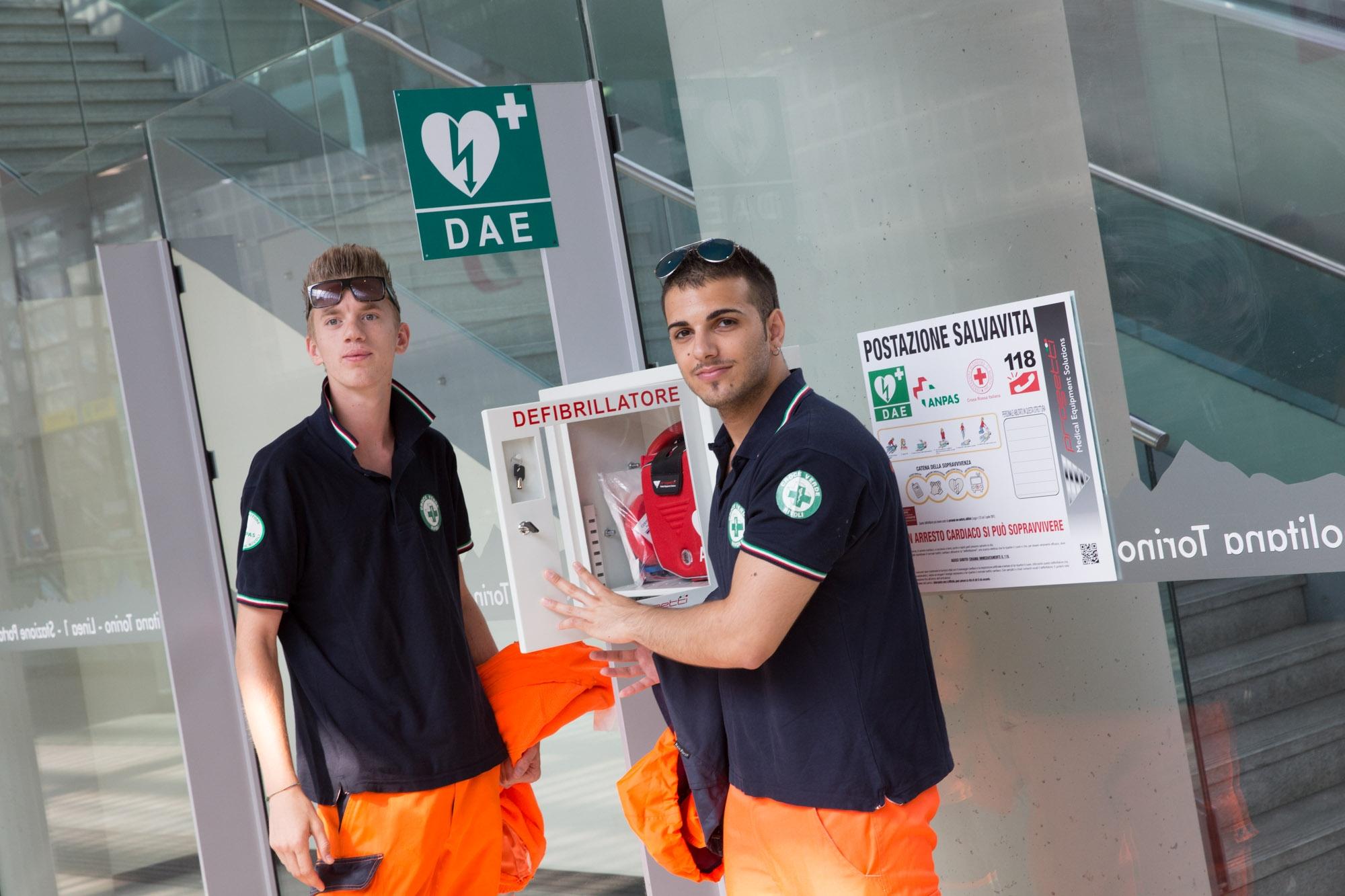 Defibrillatore posizionato in una stazione metro