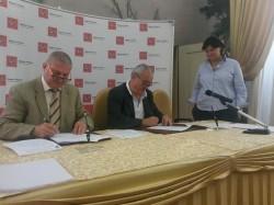 Foto scattata durante la firma