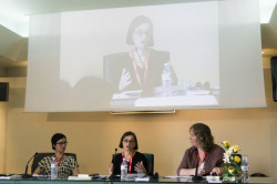 Un momento di un dibattito contro la violenza delle donne