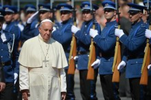 Pope Francis reviews the honor guard as he arrives at Sarajevo' presidential palace, Bosnia, 06 June, 2015.  ANSA/LUCA ZENNARO