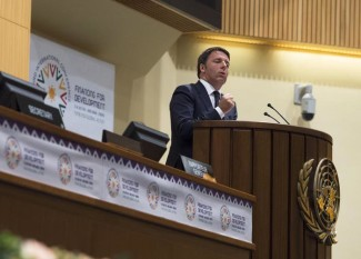 L'intervento del presidente del Consiglio Matteo Renzi alla Conferenza Onu per il finanziamento allo Sviluppo, Addis Abeba (Etiopia), 14 luglio 2015. ANSA/ PALAZZO CHIGI - TIBERIO BARCHIELLI   +++ ANSA PROVIDES ACCESS TO THIS HANDOUT PHOTO TO BE USED SOLELY TO ILLUSTRATE NEWS REPORTING OR COMMENTARY ON THE FACTS OR EVENTS DEPICTED IN THIS IMAGE; NO ARCHIVING; NO LICENSING +++