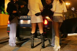 20082009-FIRENZE-CRO:CONTROLLO ANTI PROSTITUZIONE; operazione della polizia questa notte,contro la prostituzione ANSA/MAURIZIO DEGL' INNOCENTI
