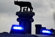 Foto Daniele Leone / LaPresse 04/12/2014 Roma, Italia Cronaca Mafia Roma, la lupa capitolina vista attraverso le luci di un mezzo dei Carabinieri. Campidoglio