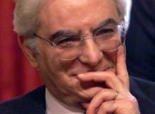 Il ministro della Difesa Sergio Mattarella in una foto del 1999. ANSA
