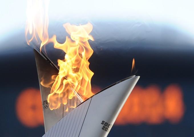 ITAR-TASS: RYAZAN, RUSSIA. OCTOBER 15, 2013. Olympic Flame on Day 9 of the Russian leg of the Sochi 2014 Olympic Torch Relay. (Photo ITAR-TASS / Alexander Ryumin)  Ðîññèÿ. Ðÿçàíü. 16 îêòÿáðÿ. Âî âðåìÿ ýñòàôåòû Îëèìïèéñêîãî îãíÿ. Ôîòî ÈÒÀÐ-ÒÀÑÑ/ Àëåêñàíäð Ðþìèí