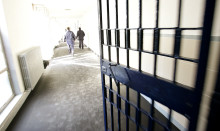 20091101 - ROMA - CRO : CARCERI: SUICIDIO BLEFARI, IMPICCATA IERI SERA CON LENZUOLA. Un interno del carcere di Rebibbia, a Roma, in un'immagine d'archivio.    La neo brigatista Diana Blefari Melazzi, condannata all'ergastolo per l'omicidio del giuslavorista Marco Biagi, si e' impiccata ieri sera, attorno alle 22:30, utilizzando lenzuola tagliate e annodate. La donna - secondo quanto si e' appreso - era in cella da sola, detenuta nel reparto isolamento del carcere Rebibbia femminile. Ad accorgersi quasi subito dell'accaduto sono stati gli agenti di polizia penitenziaria che - si e' inoltre appreso - avrebbero sciolto con difficolta' i nodi delle lenzuola con cui la neo brigatista si e' impiccata in cella e avrebbero provato a rianimarla senza pero' riuscirvi. ANSA / ALESSANDRO DI MEO / ARCHIVIO / PAL