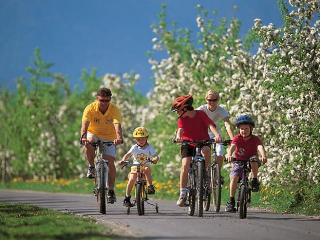 bici-famiglia-640x480