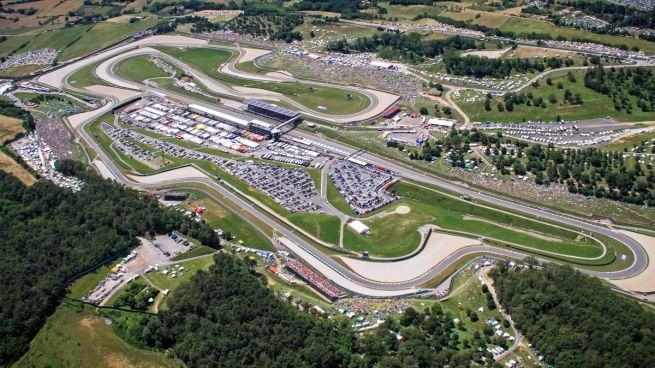 Nel circuito del mugello la gara internazionale dei piloti for La piattaforma del secondo piano progetta le immagini